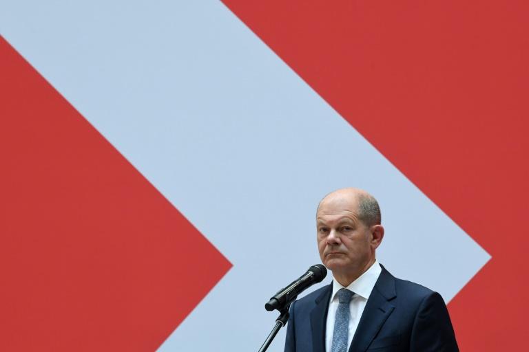 Le ministre allemand des Finances, Olaf Scholz candidat au poste de chancelier à la suite d'Angela Merkel, s'exprime au siège du SPD à Berlin le 27 septembre 2021