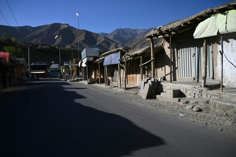 Un marché aux échoppes fermées dans la région de Tawakh, province du Panchir, en Afghanistan le 15 septembre 2021