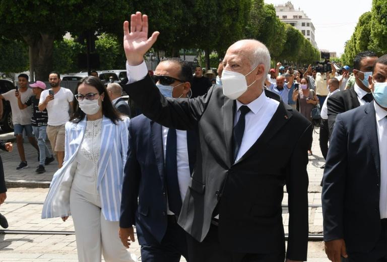 Photo diffusée le 1er août 2021 par la présidence tunisienne du président Kais Saied sur l'avenue Habib Bourguiba, à Tunis