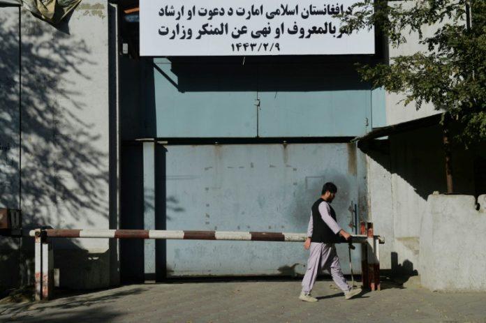 Même les talibans n'en veulent pas Les-talibans-remplacent-le-ministere-des-femmes-par-celui-de-la-prevention-du-vice-696x463