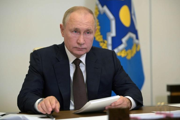 Le président russe Vladimir Poutine participe par visioconférence à une réunion de l'Organisation du traité de sécurité collective (OTSC), à sa résidence de Novo-Ogariovo, près de Moscou le 16 septembre 2021