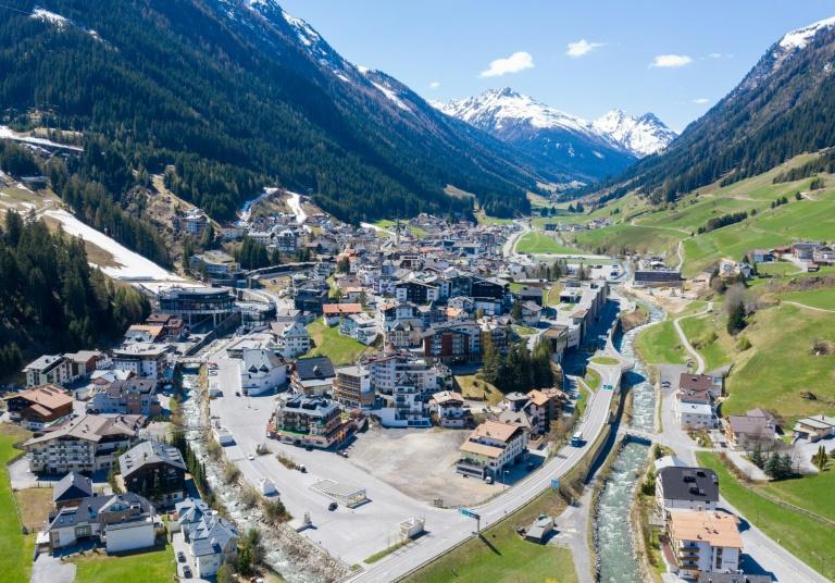 Vue aérienne du village d'Ischgl, dans le Tyrol autrichien, le 23 avril 2020