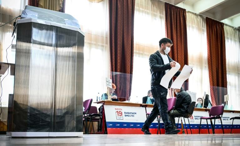 Dans un bureau de vote à Moscou, le 18 septembre 2021
