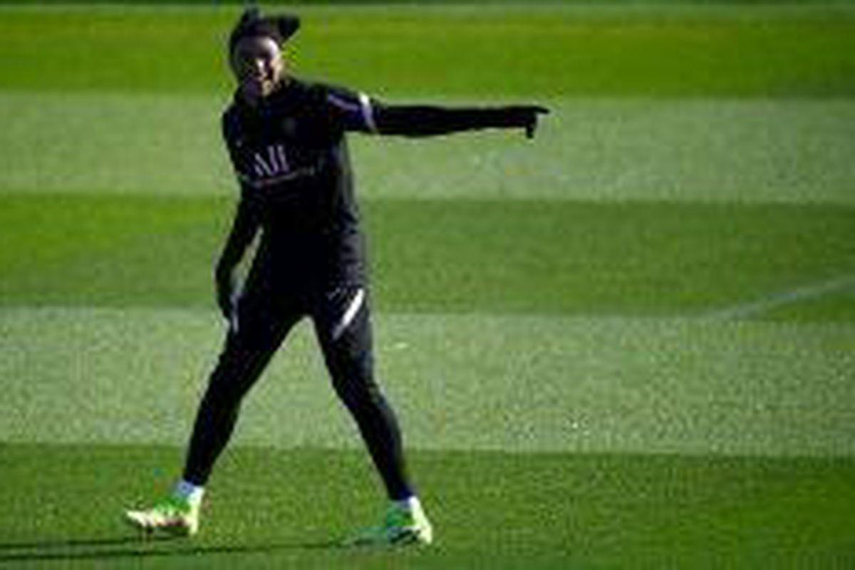 <p/>L'attaquant du Paris SG Kylian Mbappé à l'entraînement au Camp des Loges                 </div>             </div>          </div>                   <div class=