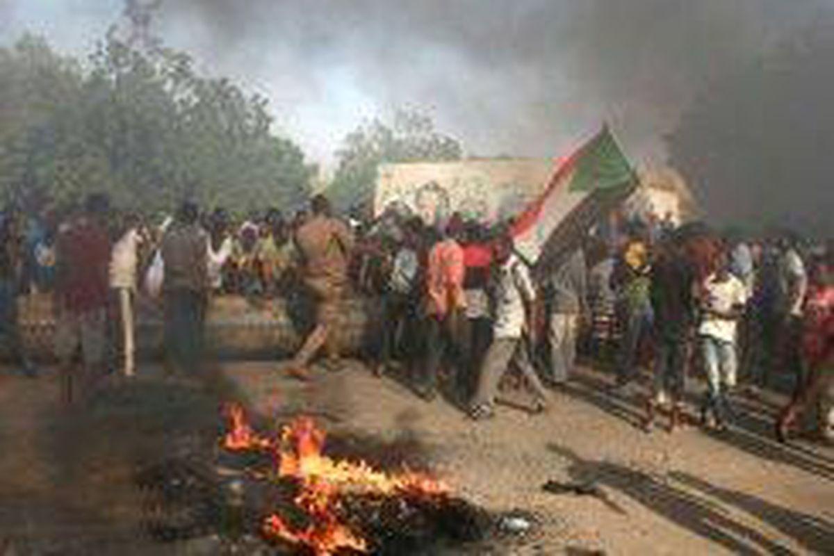 <p/>Des Soudanais protestent contre un coup d'Etat militaire qui a renversé l                 </div>             </div>          </div>                   <div class=