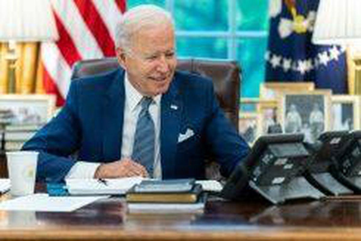 <p/>Le président américain Joe Biden s'entretient par téléphone avec son homo                 </div>             </div>          </div>                   <div class=